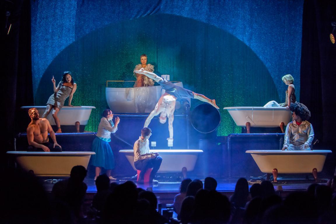 """GOP Show-Erlebnis """"WET""""  im Theater Kehrwieder in Hamburg"""