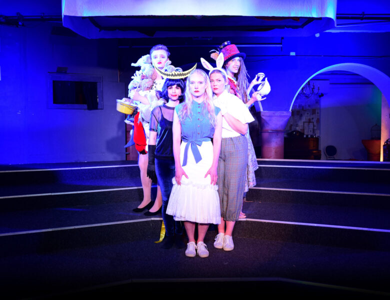 """metropol Theater Köln: """"Alice. Kein Kindermärchen"""" ab 06.10.21"""
