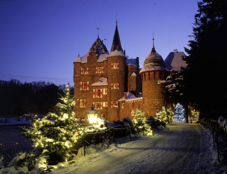 Endlich wieder: Weihnachtsmarkt auf Burg Satzvey an allen Adventswochenenden