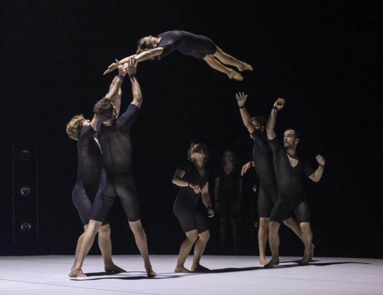 """Chamäleon Theater in Berlin: Das preisgekrönte Zirkusensemble Circa präsentiert """"Humans"""" bis 30.10.2021"""