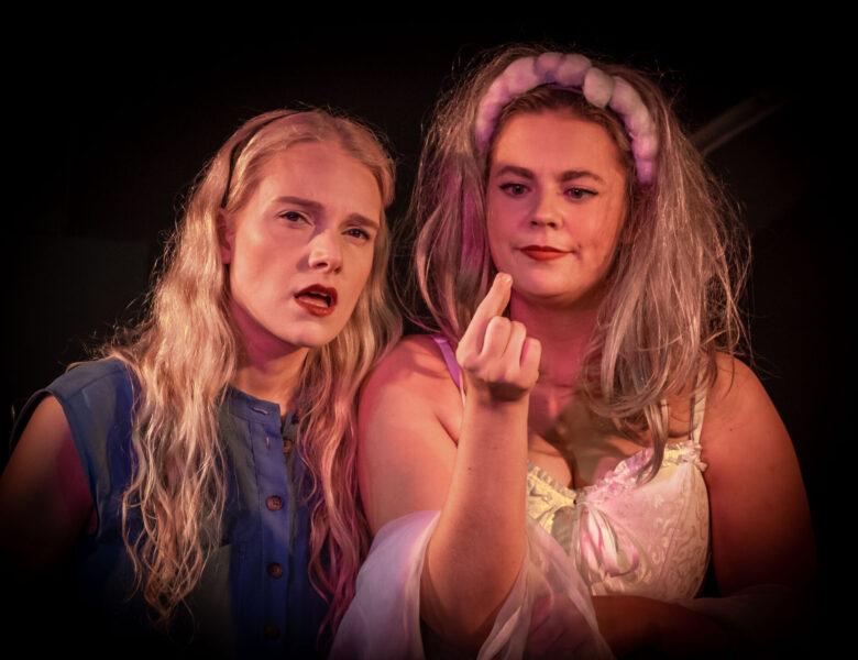 Alice. Kein Kindermärchen im Metropol Theater Köln – Theaterrezension mit Fotostrecke